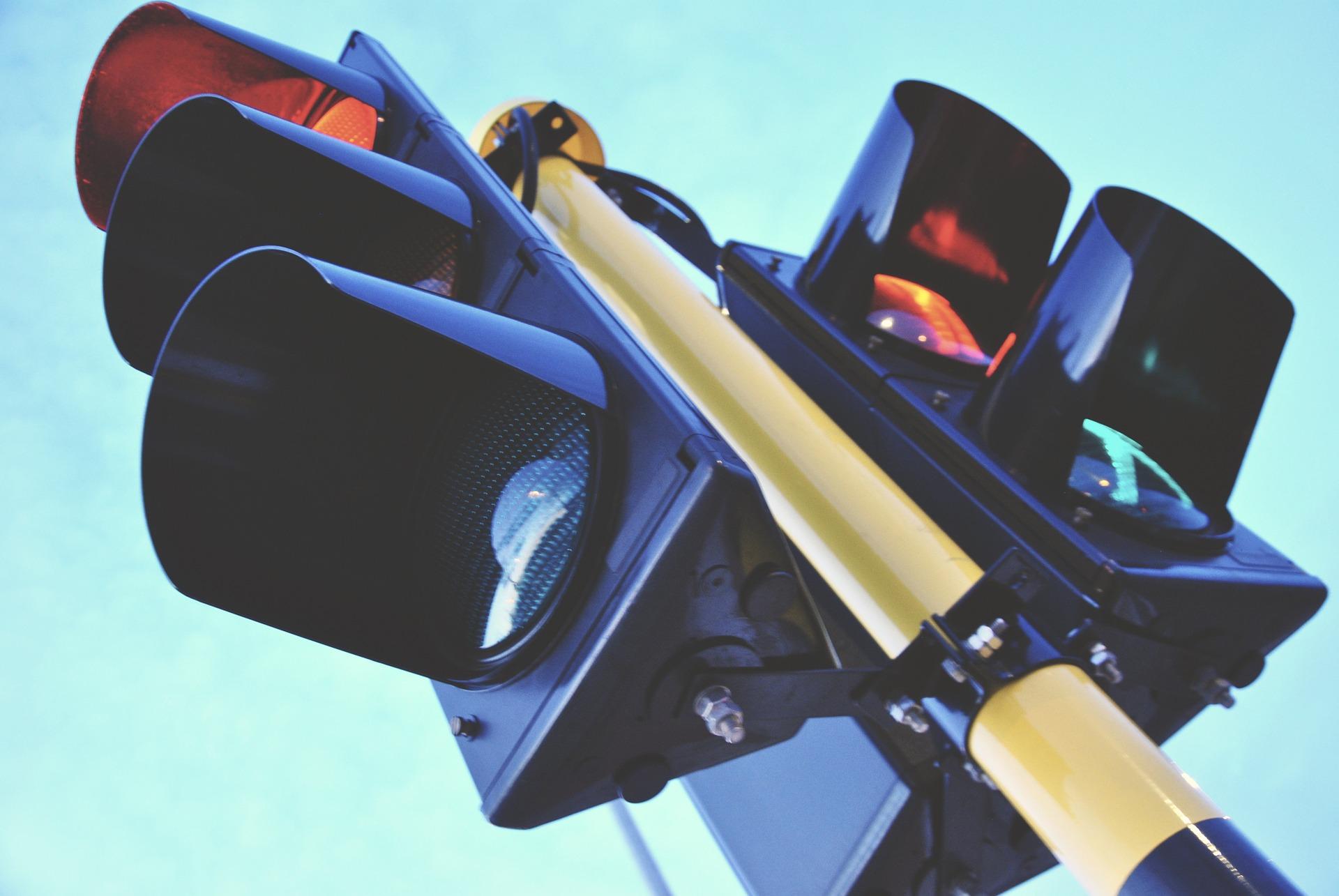 traffic-light-1360645_1920